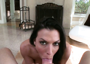 Rachel Starr is good on her way to satisfy her bang buddy with her sexy mouth