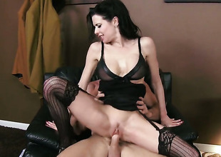 Johnny Sins gets pleasure from fucking dangerously sexy Veronica Avluvs mouth