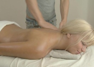 Hunk is driving sweetheart mad with sensual massage and fucking