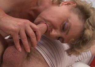 Wild mature bimbo in ecstasy as she gets her shaved slit ravished