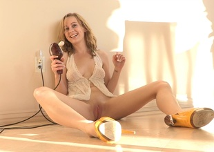 A red hot amateur blonde works her cookie with a vibrator