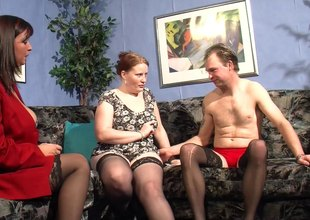 Guy has therapy by fucking two horny chicks at the same time