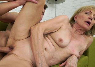 Young stud fucks the vagina of mature blonde