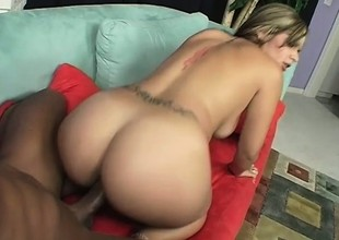 Smoking hot blonde with a sweet wazoo shows it off while fucking