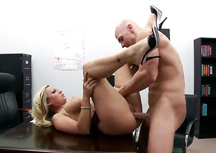 Devon Lee with big bottom plays with Johnny Sinss stiff love stick before that babe takes it in her mouth