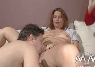 Milf fingered as this babe watches a couple fuck