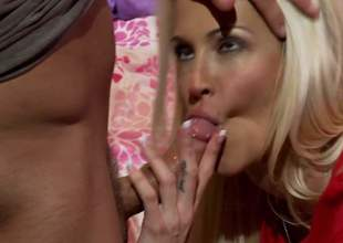 Jessica Drake is a gorgeous golden-haired milf and she is a spectacular cowgirl babe. She knows how to please and her man is never complaining. Its what u see here