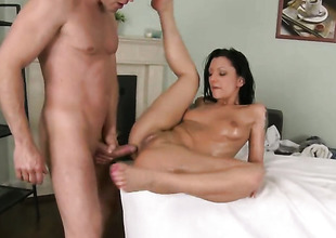 Brunette receives turned on then gazoo slammed by Choky Ice in advance of she receives her throat banged