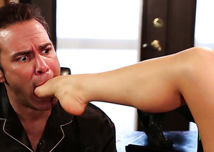 Alison Tyler finds chap hot and takes his hard meat pole in her mouth