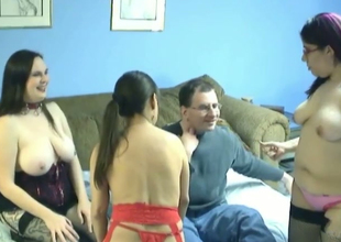 Nerdy midget goes lesbo with 2 chubby dilettante hotties
