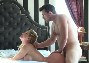 Nasty blonde mama Cherie DeVille receives nailed by Manuel Ferrara