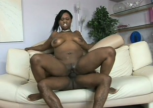 Obese black doxy with mean curves gets wrecked after a shower