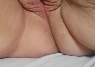 SBBW Missy fingering her fat pussy