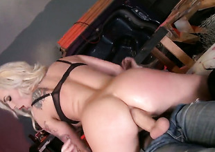 Gorgeous sex kitten Dahlia Sky enjoys the warmth of Danny Ds hard meat stick deep in her butthole