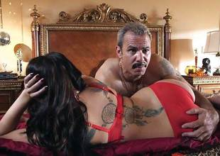 London Keyes drilled in her sweet pussy pudding by the anchor man