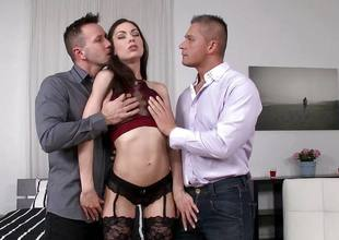Arwen Gold getting double penetration