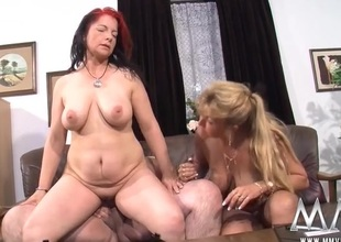 Chubby babes and a thick guy have a threesome