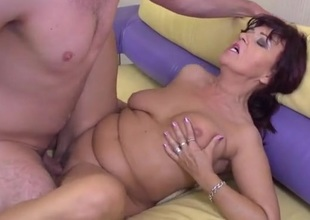 Fit young fella bonks a lovely mature wench