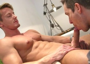Muscle god enjoys a sexy sucking mouth on his dick