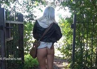 Blonde non-professional babe Lissas public