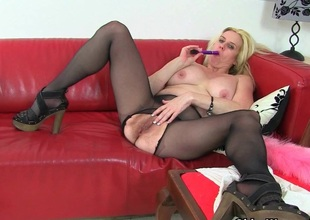 British milf Tori loves her easy access hose