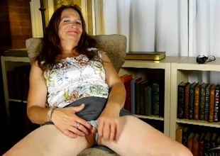 Chatty mature honey Ann shows us her old pussy