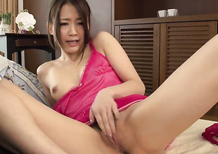 Milf feels intensive sexual while jacking guy off