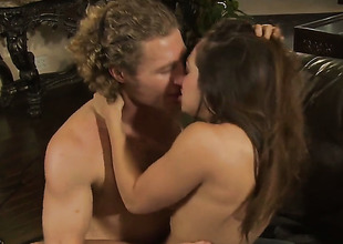 Sexy bodied hussy Sara Luvv is in heat in steamy oral action with hot guy