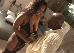 Curvy black chick Aryana Starr is a talented cocksucker
