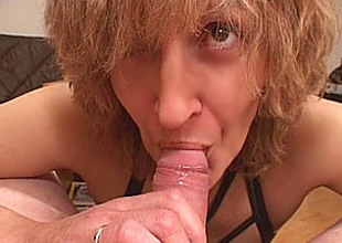 Amateur Mom gives oral job with cumshot in mouth
