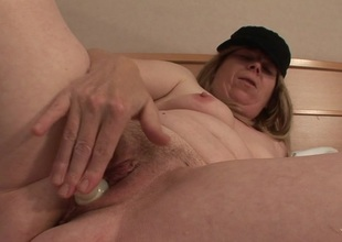 Squirting mature floozy acquires a face full of cum