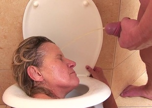 Lewd mature nympho doing kinky shit on the toilet