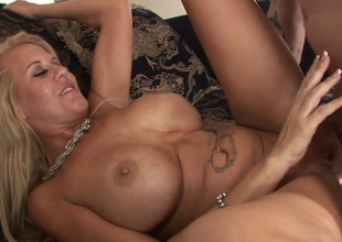 Lustful mature with tanned skin Grace Evangeline gets banged well