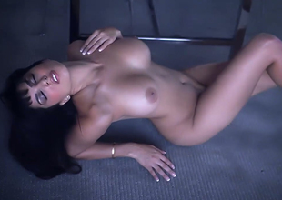 Alluring brunette hair bitch with great rack Sunny Leone goes wild on the floor