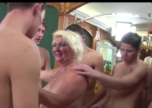 Granny Rims 5 junior Guys to Cum