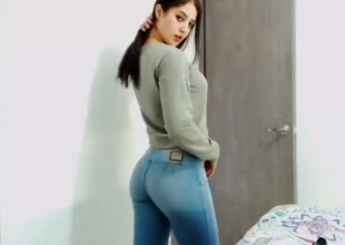 college hotty in tight jeans without pocket