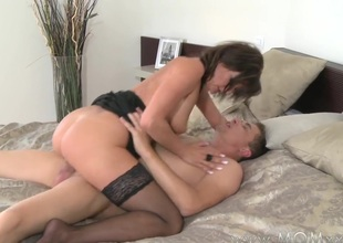 Mamma xxx: working MILF wife receives fucked