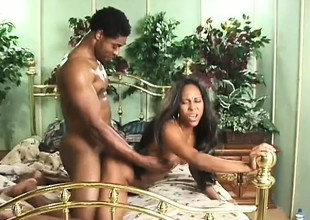 A hardcore ebony pair enjoy some ardent banging in bed