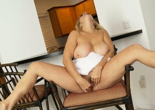 Breasty BBW plays with her shaved muff and fingers herself sweetly