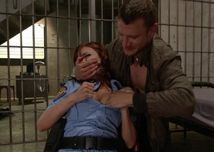 Policewoman acquires her face hole fucked
