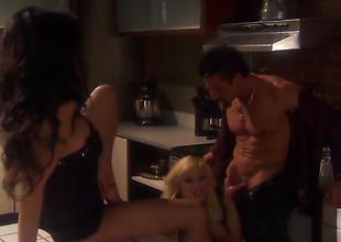 Kaylani Lei and Shyla Stylez do a threesome