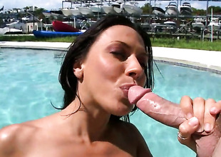 Brunette gal Rachel Starr likes intense schlong engulfing in steamy oral action with lucky chap