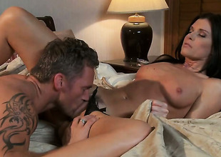 India Summer makes dudes powerful tool disappear in her mouth in sexual ecstasy