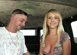 Blond Tessa Taylor has some time to get some enjoyment with dudes rod in her mouth