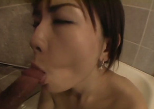 Cute Japanese gal does her best while sucking lollicock on foamy bath