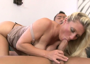 Alluring blonde mommy Devon Lee acquires pleased by a tattooed stud