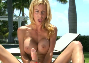 Hot blonde chick Alexis Fawx gives cook jerking under the sun