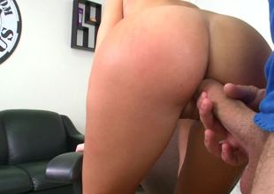 Amateur with an amazing arse is getting slapped and penetrated