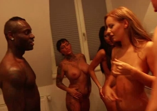 Group-Sex mit Miss From Behind