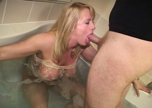 Perfect blonde with tasty cunt relaxes in bath tub and sucks ding-dong
